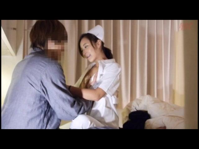 夜勤中の人妻看護師覗き 5