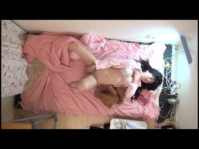 【ライブチャット】ローターで気持ちよくなってるお姉さんはニーハイ美脚とパイパン陰部が激エロ