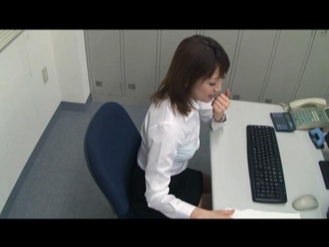 会社の同僚は美人で超巨乳...