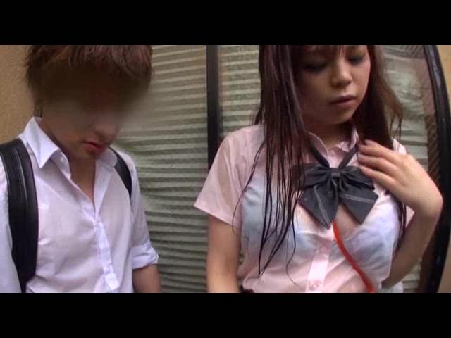 下校中、突然のゲリラ豪雨...