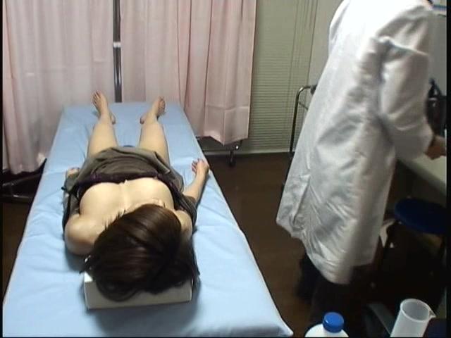 昏睡レイプ 人妻強制挿入